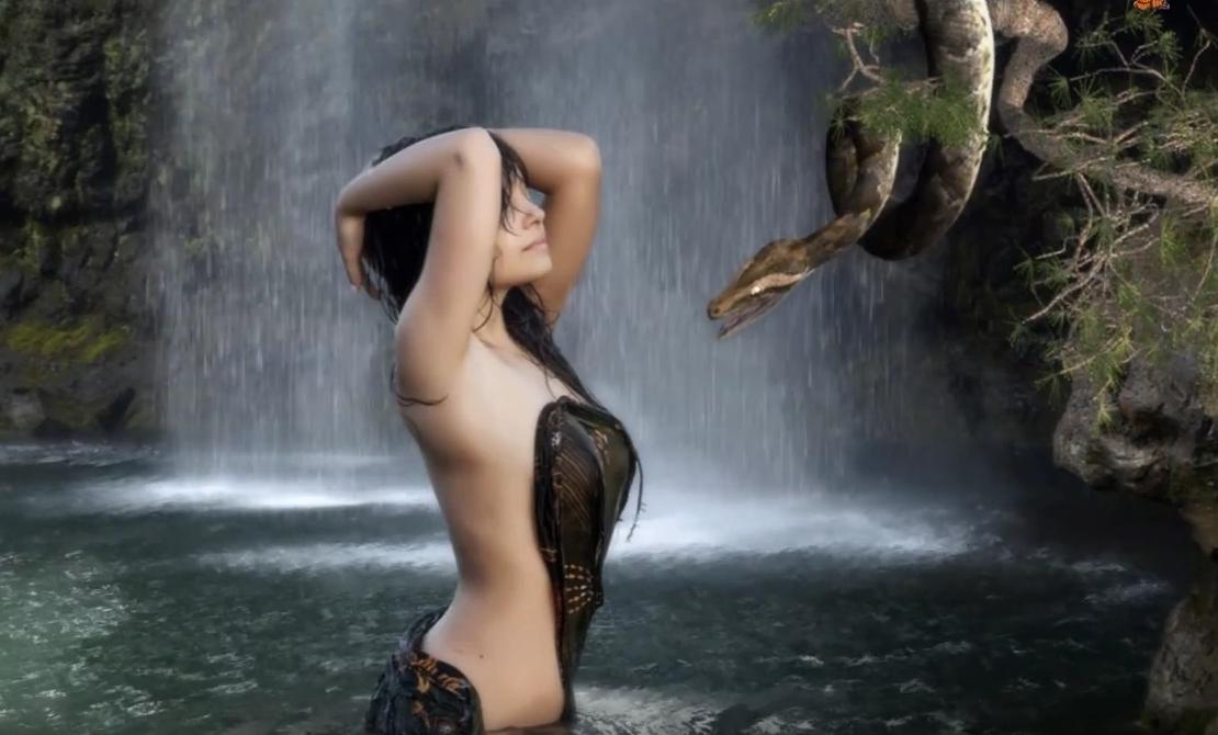 видео-обои «Девушка и Змей»